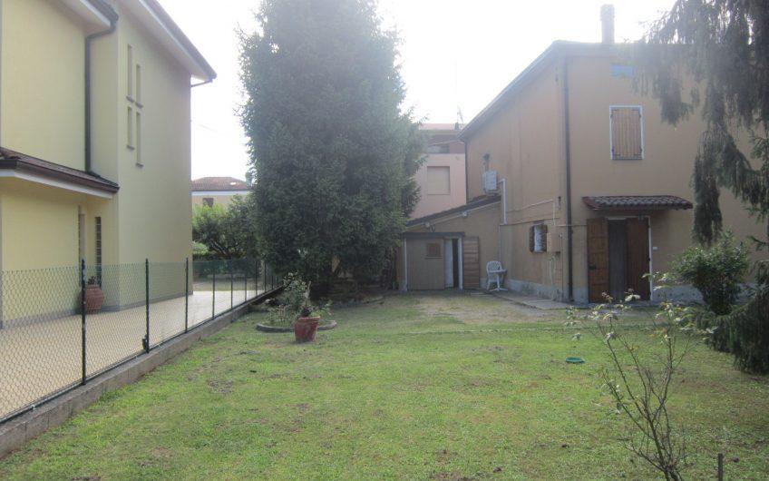 Casa singola con ampio giardino privato